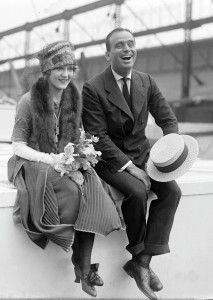 1200px-Douglas_Fairbanks_and_Mary_Pickford_02